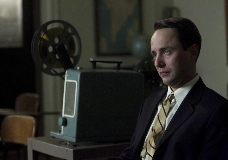 Vincent Kartheiser nell'episodio Signal 30 di Mad Men, stagione 5