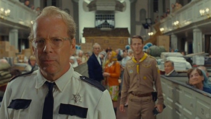 Bruce Willis con Edward Norton in una scena di Moonrise Kingdom
