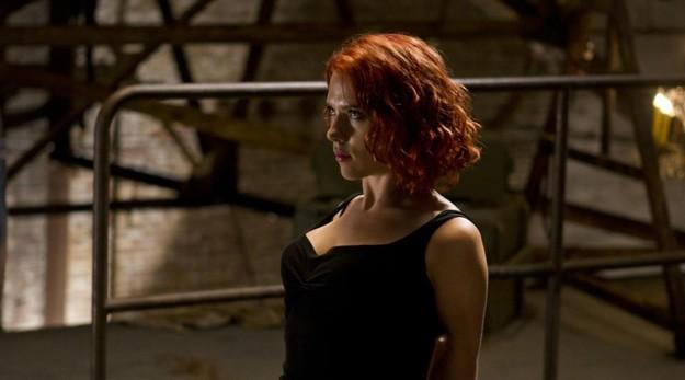 Scarlett Johansson resiste alle torture in The Avengers
