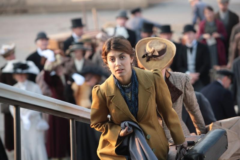Alessandra Mastronardi in una scena della miniserie di Rai Uno, Titanic Nascita di una leggenda