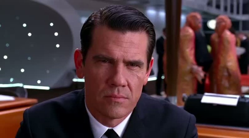 Men in Black 3: Josh Brolin nei panni del giovane Agente K in una scena del film