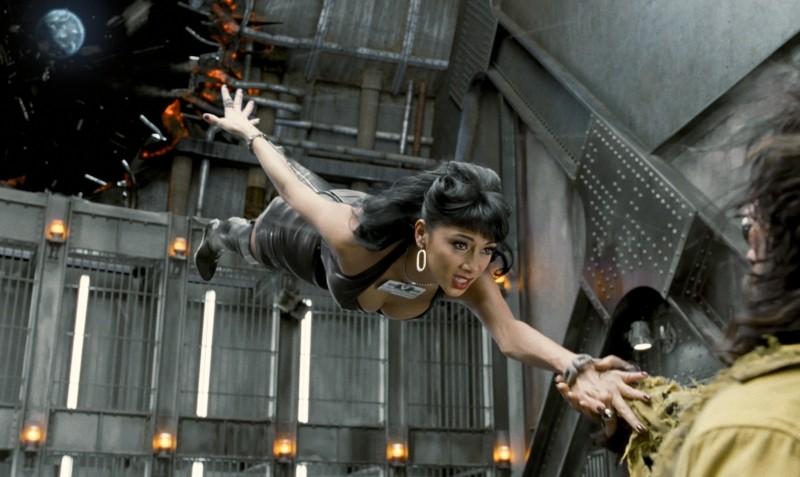 Men in Black 3: Nicole Scherzinger è Lilly in una scena volante del film