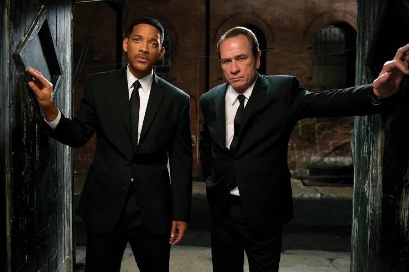 Men in Black 3: Tommy Lee Jones e  Will Smith in una scena del film