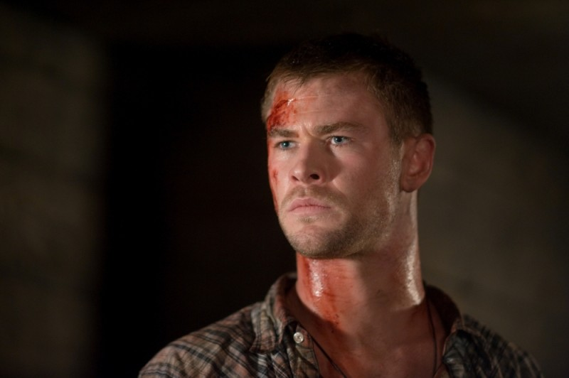Quella casa nel bosco: Chris Hemsworth in una scena del film