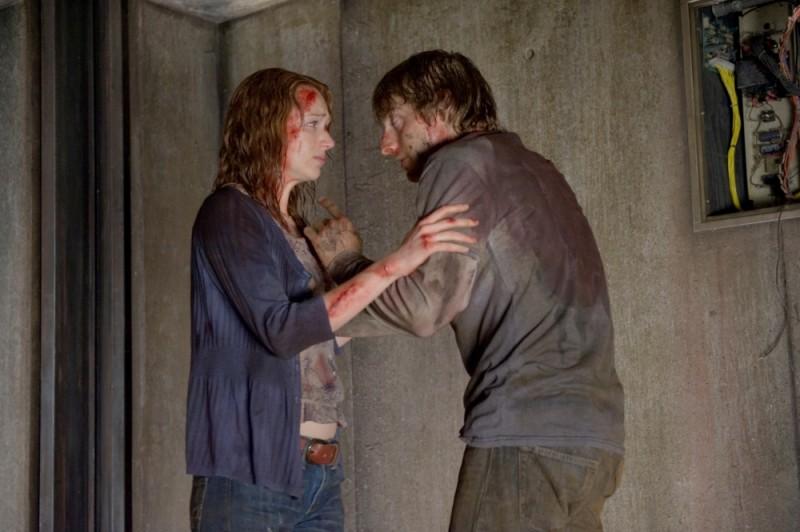 Quella casa nel bosco: Fran Kranz e Kristen Connolly cercano l'uscita in una scena del film
