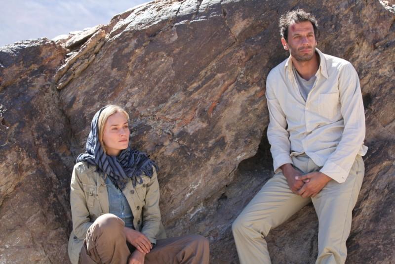 Special Forces - Liberate l'ostaggio: Diane Kruger insieme a Mehdi Nebbou in una scena del film