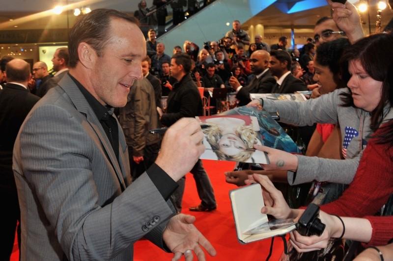 The Avengers: Clark Gregg firma autografi sul red carpet del cinema Vue Westfield per la première londinese del film