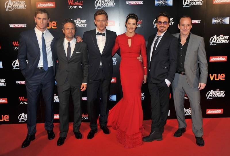 The Avengers: una foto di gruppo del cast alla première londinese del film