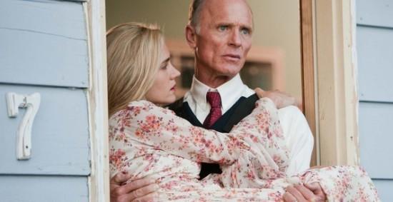 Ed Harris e Jennifer Connelly in una scena del drammatico Virginia
