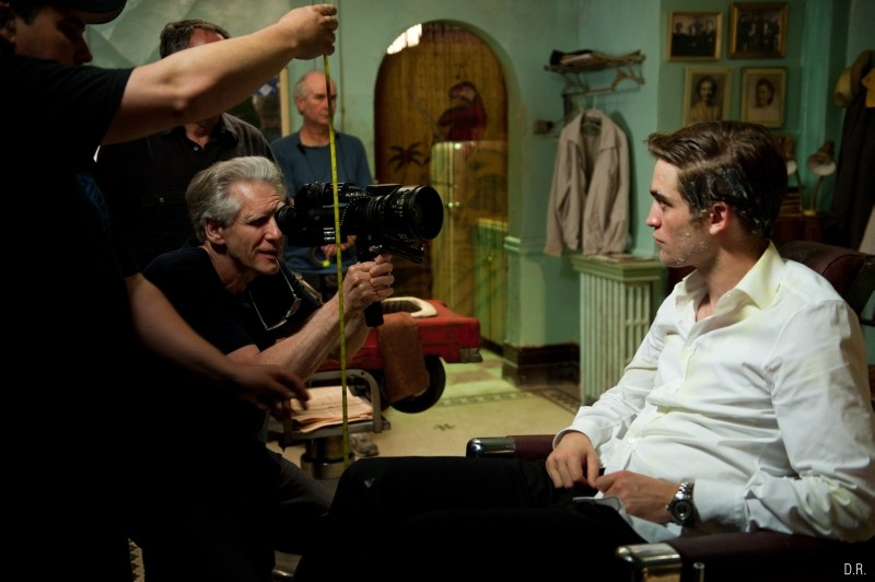 Cosmopolis: il regista David Cronenberg insieme a Robert Pattinson sul set del film