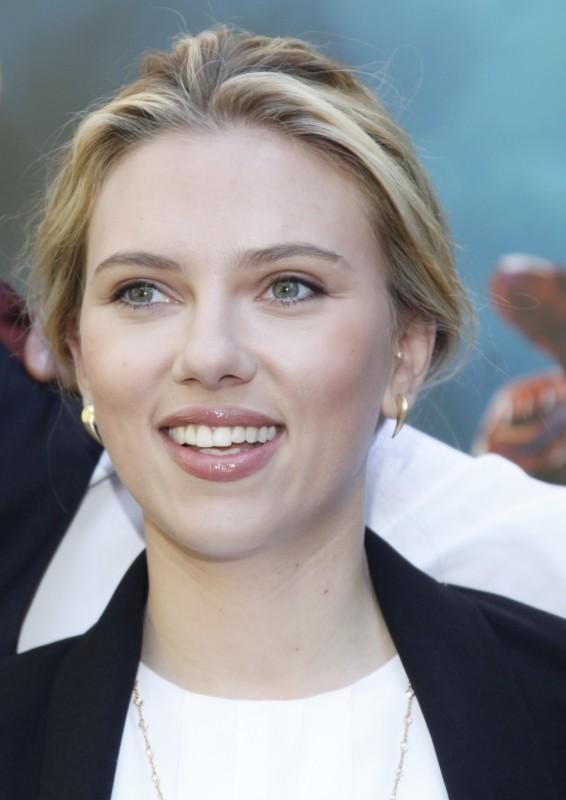 The Avengers: Scarlett Johansson a Roma durante il photocall della presentazione di The Avengers