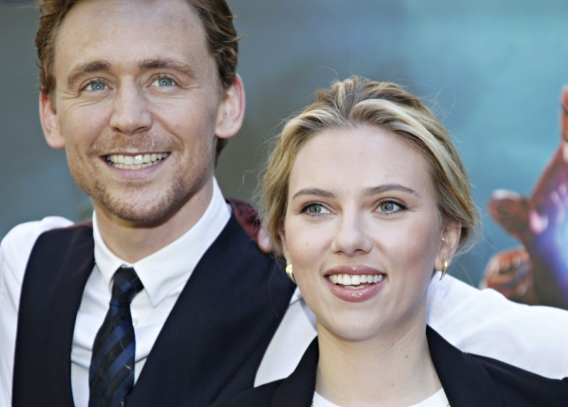 The Avengers: Scarlett Johansson e Tom Hiddleston durante il photocall di The Avengers a Roma
