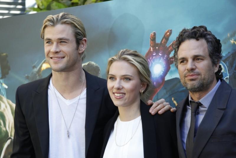 The Avengers: Scarlett Johansson, Mark Ruffalo e Chris Hemsworth durante il photocall di The Avengers a Roma