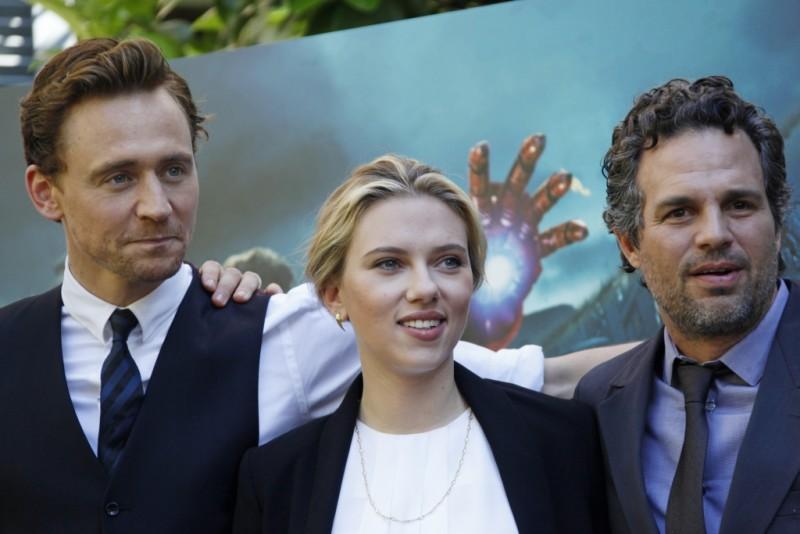 The Avengers: Scarlett Johansson, Mark Ruffalo e Tom Hiddleston durante il photocall di The Avengers a Roma