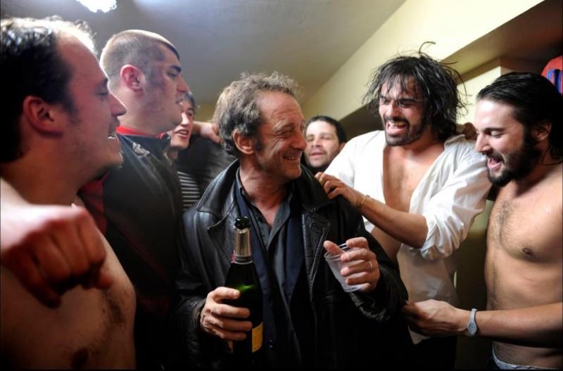 Tutti i nostri desideri: Vincent Lindon festeggia la vittoria in una scena del film