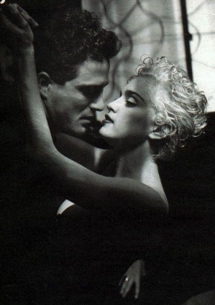 Madonna in uno scatto di Helmut Newton (1990)