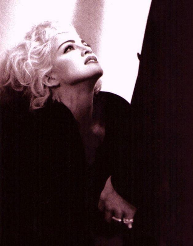 Madonna in uno scatto di Stephane Sednaoui (1990)