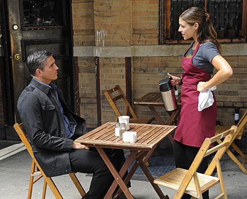 Person of Interest: Jim Caviezel e Lili Mirojnick nell'episodio Mission Creep