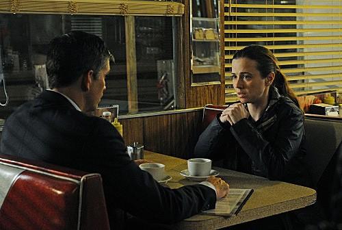 Person of Interest: Linda Cardellini e James Caviezel nell'episodio Cura Te Ipsum