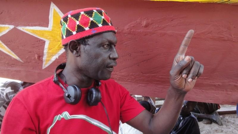 La pirogue: il regista senegalese Moussa Touré sul set del film