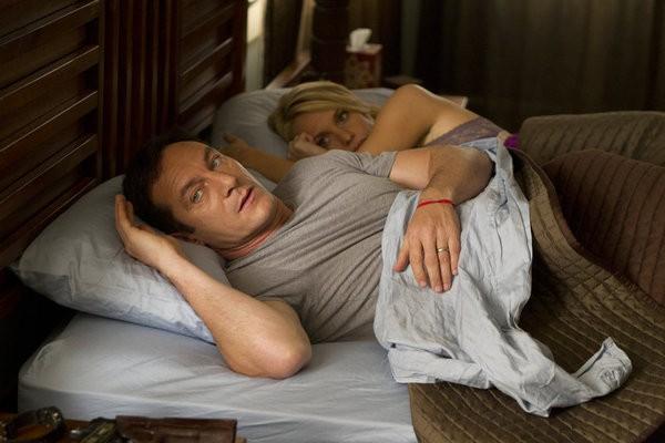 Awake: Jason Isaacs e Laura Allen nell'episodio Game Day