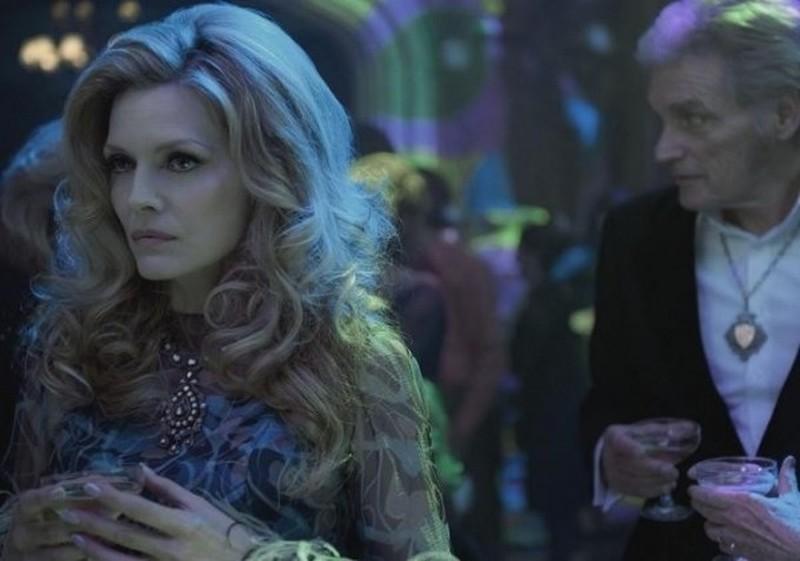 Dark Shadows: la bellissima Michelle Pfeiffer in una scena del film