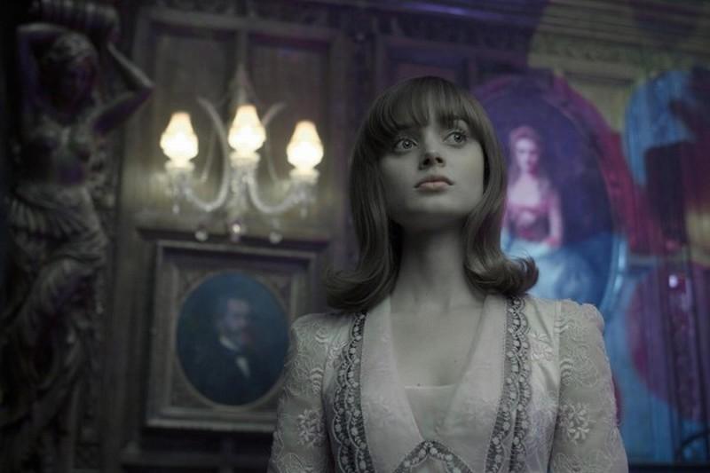 Dark Shadows: un'immagine di Bella Heathcote tratta dal film