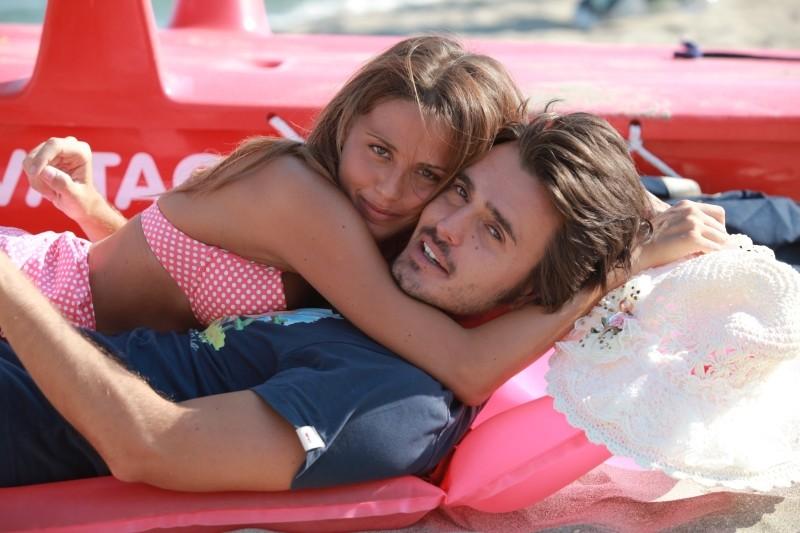 Operazione vacanze: Benedetta Valanzano insieme a Rudy Smaila in una foto promozionale del film
