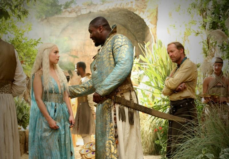 Game of Thrones: Emilia Clarke e Nonso Anozie nell'episodio The Ghost of Harrenhal