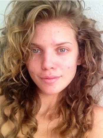 AnnaLynne McCord con il volto al naturale in una foto da lei condivisa su Twitter nel 2012