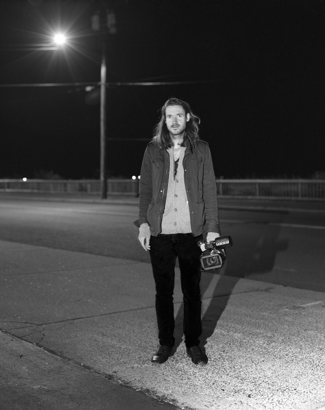 Another Earth: il regista del film Mike Cahill sul set