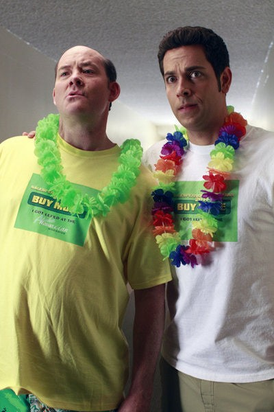 Chuck: David Koechner e Zachary Levi nell'episodio Chuck Versus the Business Trip
