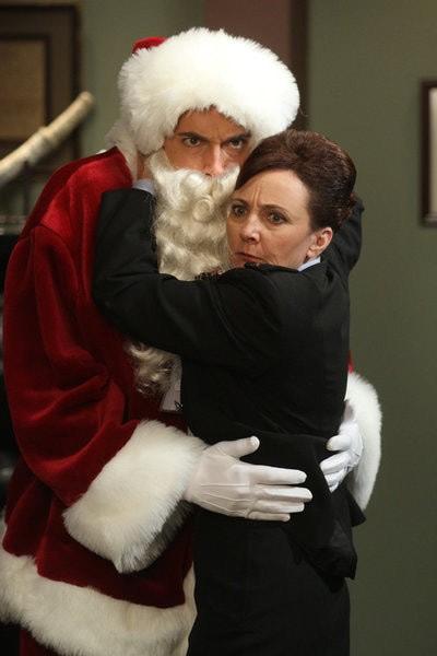 Chuck: Zachary Levi e Bonita Friedericy nell'episodio Chuck Versus the Santa Suit