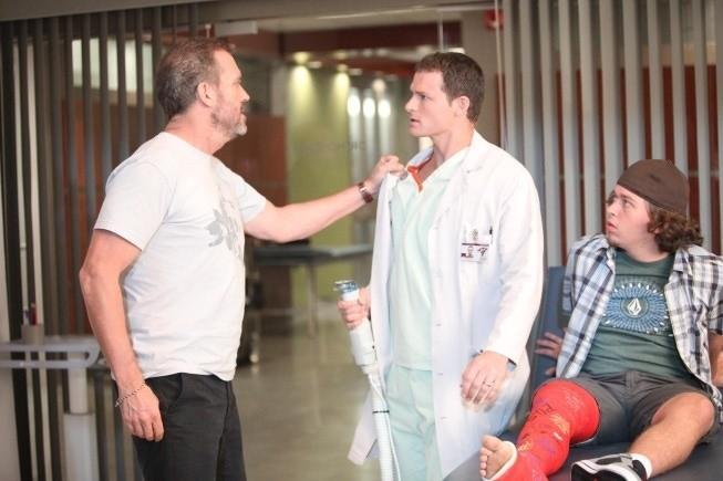 Dr House: Hugh Laurie e la guest star Jade Carter nell'episodio Affare rischioso