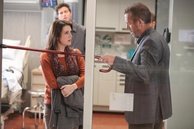 Dr House: Hugh Laurie e la guest star Melanie Lynskey nell'episodio Better Half