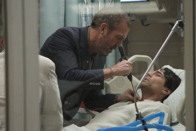 Dr House: Hugh Laurie e Vincent Spano nell'episodio Perils of Paranoia