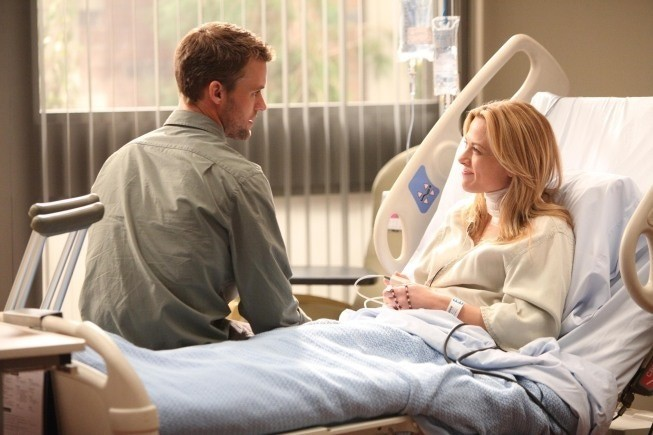 Dr House: Jesse Spencer e Julie Mond in una scena dell'episodio Chase