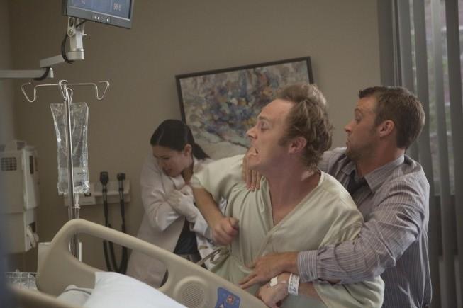Dr House: Jesse Spencer, Odette Annable e la guest star David Anders in una scena dell'episodio Nobody's Fault