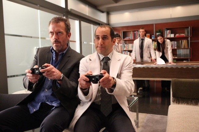Dr House: Peter Jacobson e Hugh Laurie nell'episodio Blowing the Whistle