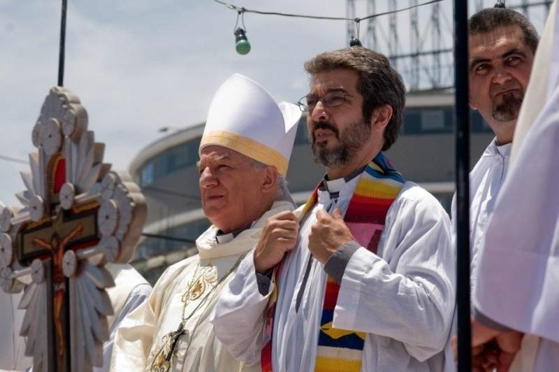 Elefante blanco: Ricardo Darín nei panni di padre Julián in una scena del film