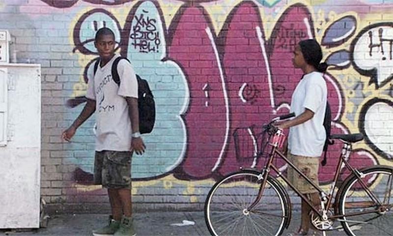 Gimme the Loot: Tashiana Washington insieme a Ty Hickson in una scena del film