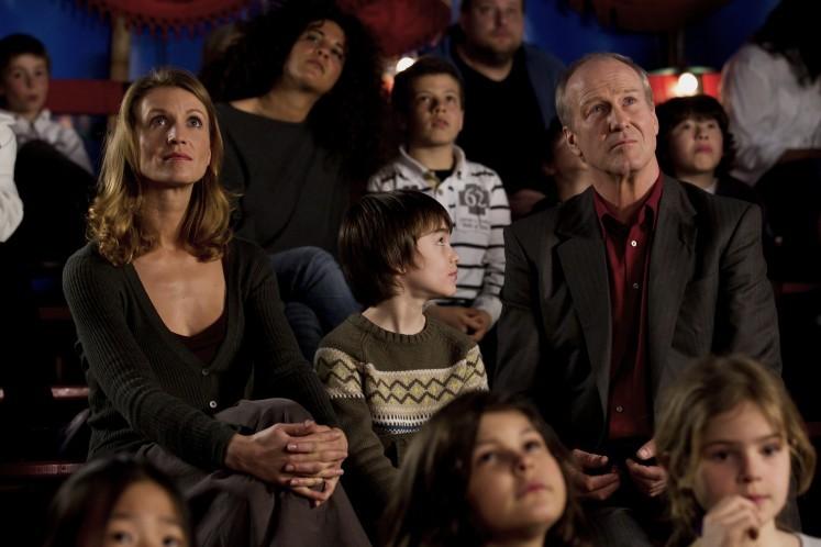 J'enrage de son absence: Alexandra Lamy insieme a Jalil Mehenni e William Hurt in una scena del film