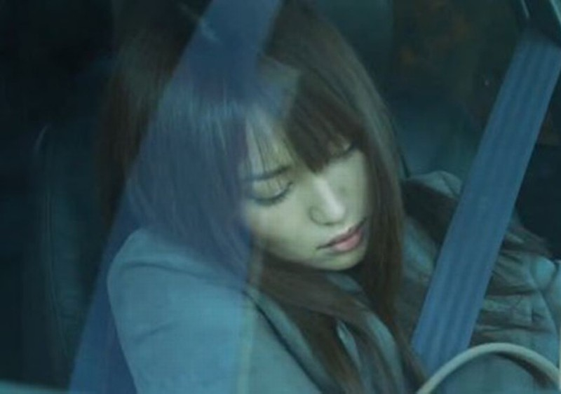 Like someone in love: Rin Takanashi dorme in auto in una scena tratta dal film
