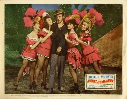Marilyn Monroe, Joyce Mackenzie, Marion Marshall, Barbara Smith e Dan Dailey ne La figlia dello sceriffo del '50