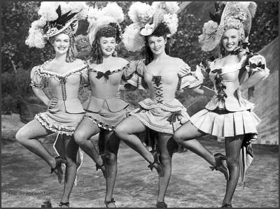Marilyn Monroe, Joyce Mackenzie, Marion Marshall, Barbara Smith ne La figlia dello sceriffo del '50