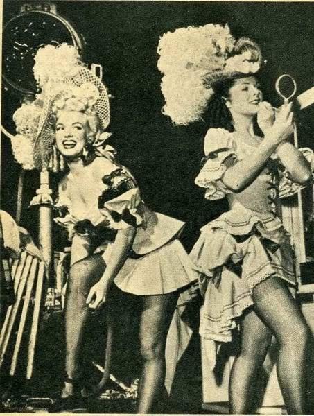 Marilyn Monroe ne La figlia dello sceriffo con altre interpreti del film