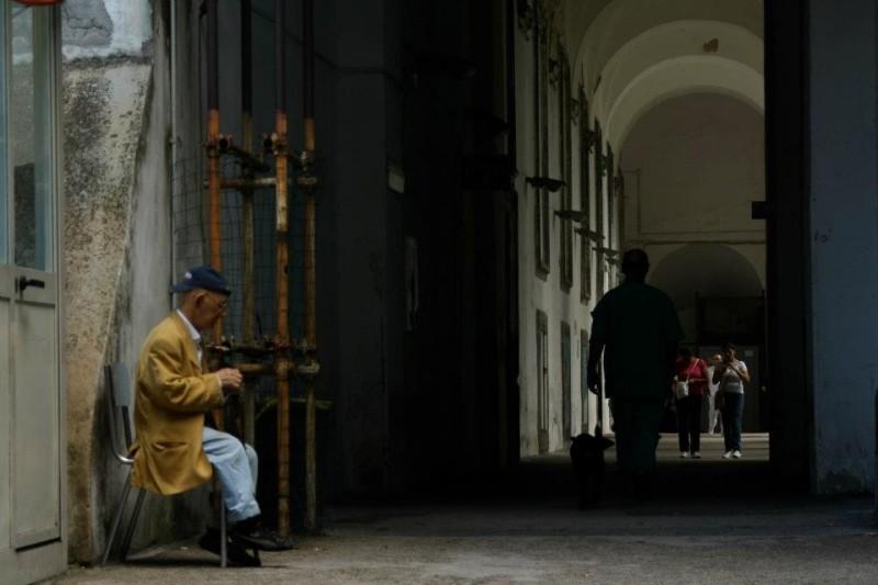 Napoli 24: una via della città immortalata in una scena del documentario collettivo diretto da 24 autori