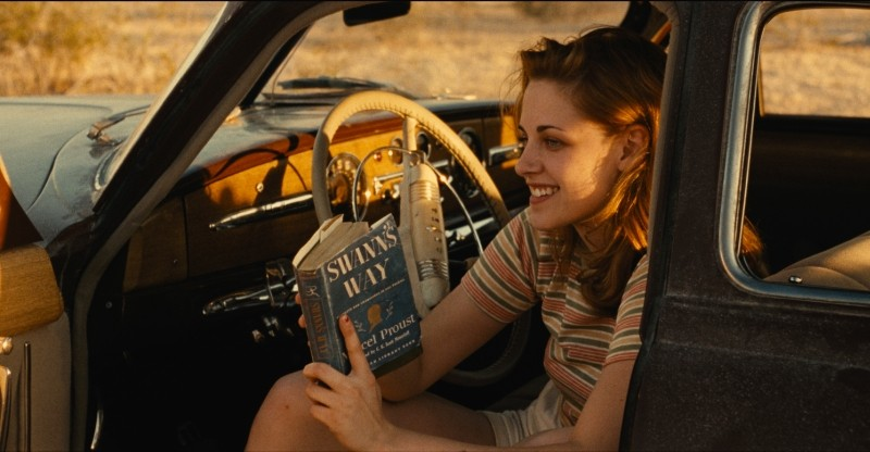 On the Road: Kristen Stewart sorride in una scena del film