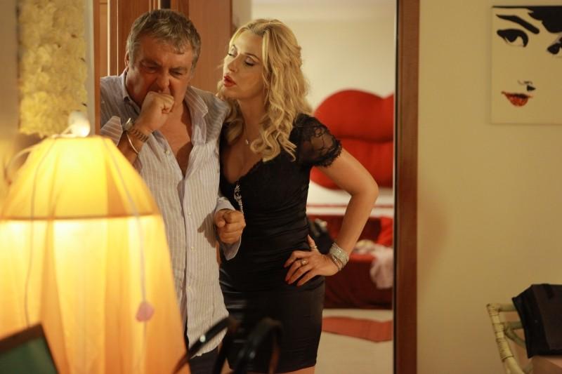 Operazione vacanze: Maurizio Mattioli e Valeria Marini in una scena tratta dal film