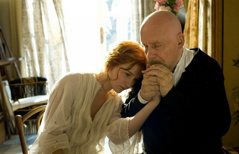 Renoir: Michel Bouquet, nei panni del grande Renoir, in una scena con la sua ultima modella Christa Theret